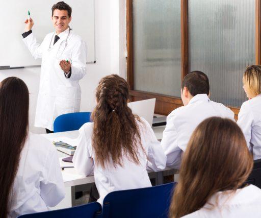 Quais são as vantagens de fazer uma pós-graduação na área da saúde?